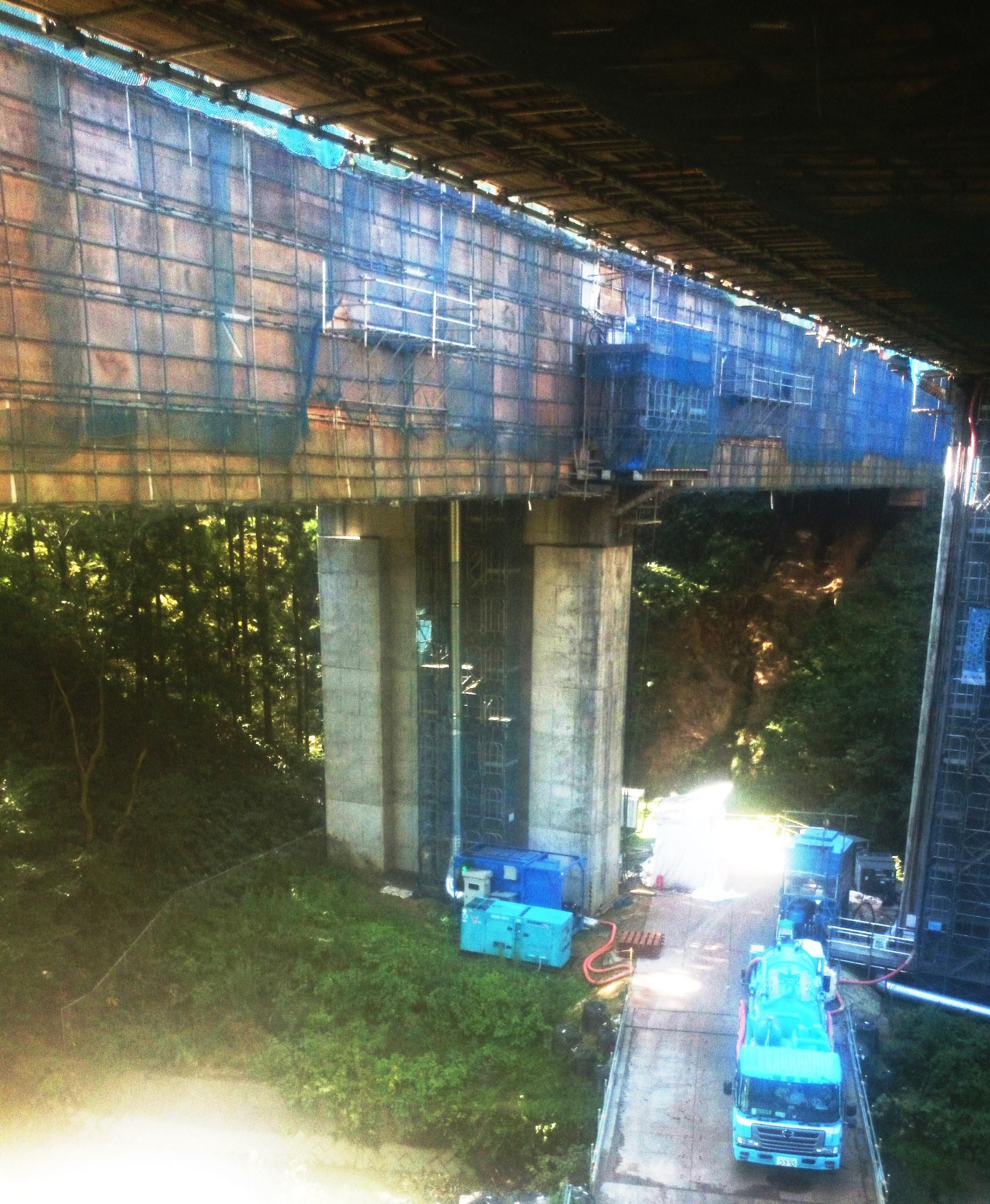 橋梁リニューアルにおけるブラスト塗装剥離・表面処理施工の換気システムおよび研掃材回収、長距離移送システム